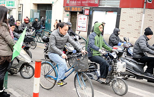 Motorcycle and bike commuters in Shanghai