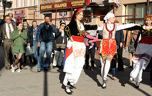 Watching dancers on the Arbat
