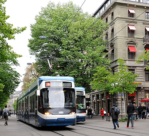 Trams on the Zurich Bahnhofstrasse