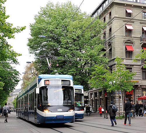 Trams on the Zurich Bahnhofstrasse