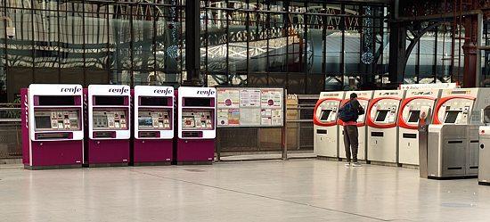 Cercanias ticket machines at Principe Pio station