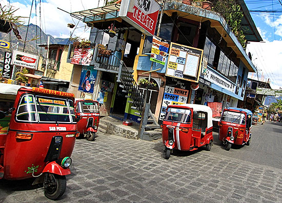 Tuk Tuks in San Pedro / CC BY-NC-ND 2.0 by Clark & Kim Kays