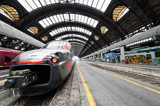 Train at Milano Centrale rail station   Copr. © 2019 by Tim Adams, Creative Commons CC BY 2.0