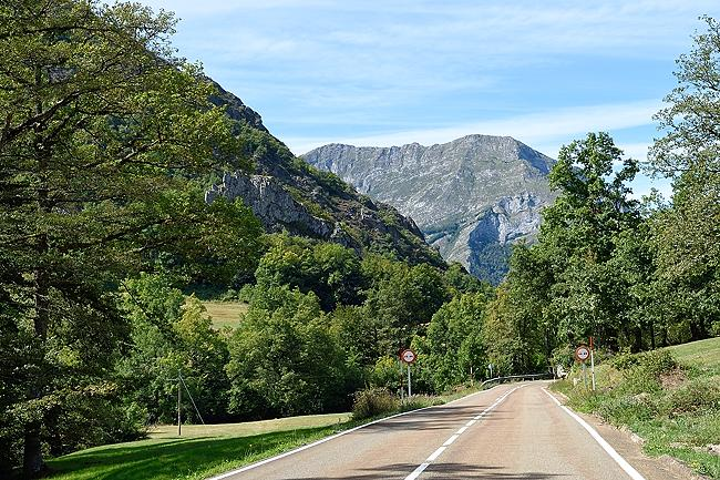 Picos de Europa roadside scenery | © 2020 Tim Adams, CC BY 2.0