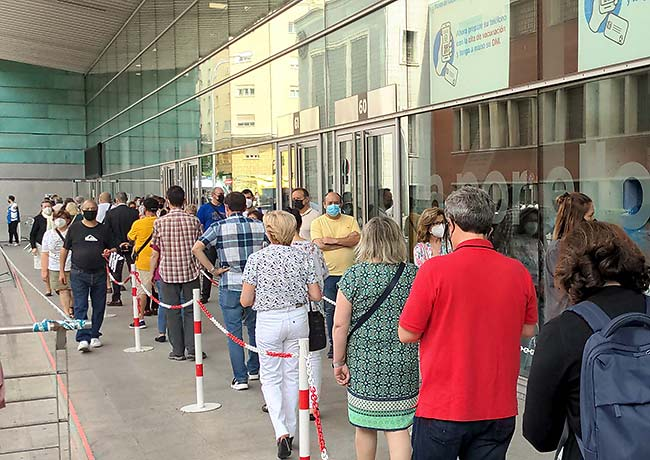Wizink Center line for Covid-19 vaccination