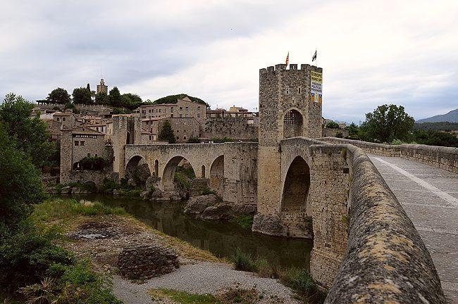 Bridge in Besalu, Spain | © 2021 Tim Adams, CC BY 2.0