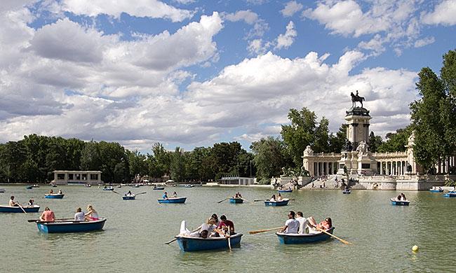 El Estanque Grande in Retiro Park, Madrid, Spain
